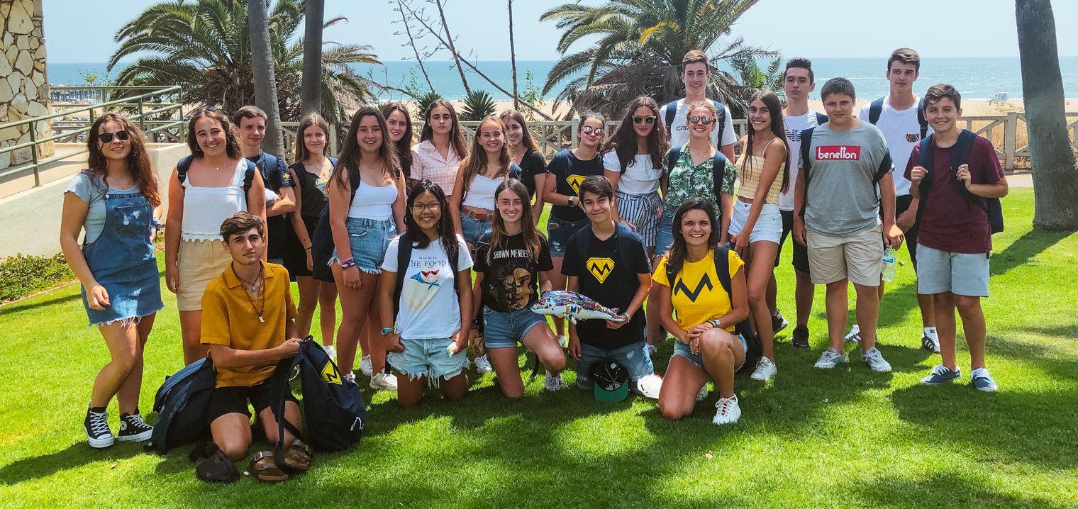 En la playa de California con hijas de la familia de acogida - Programa de inmersión en California